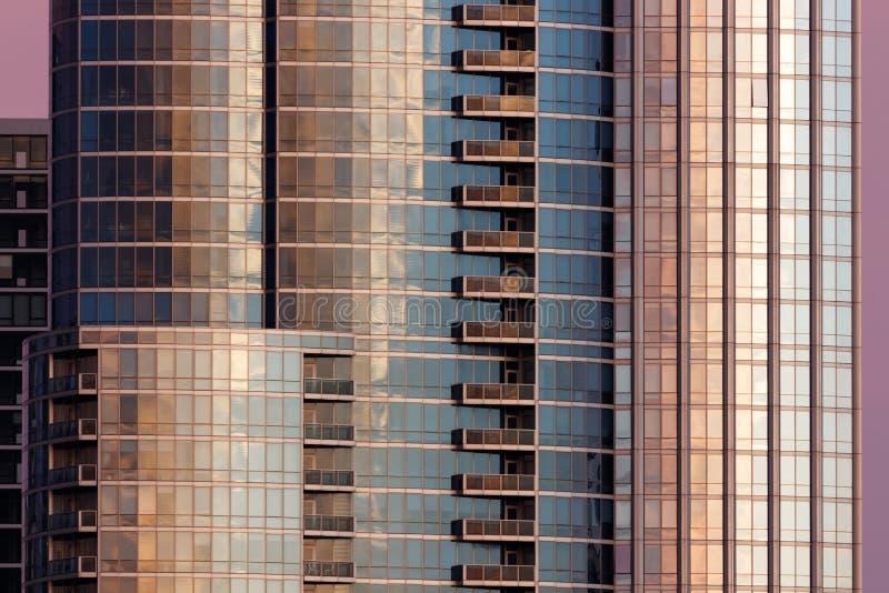 建筑学与样式、节奏和重复I的大厦背景 库存照片