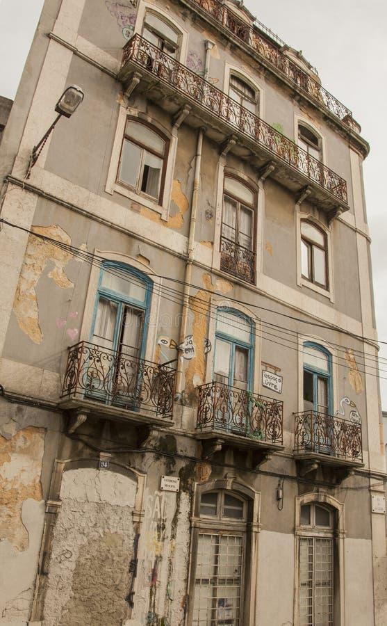 建筑学在里斯本,葡萄牙,-老和被忽略的欧洲 库存照片