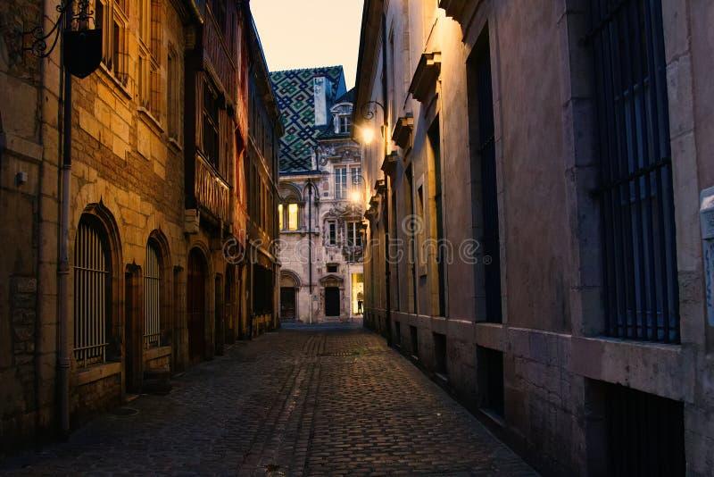 建筑学样式狭窄的中世纪街道和混合物  免版税库存照片