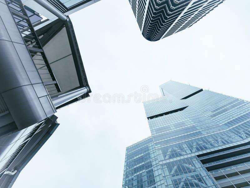 建筑学透视现代修造的玻璃门面办公室企业背景 免版税库存照片