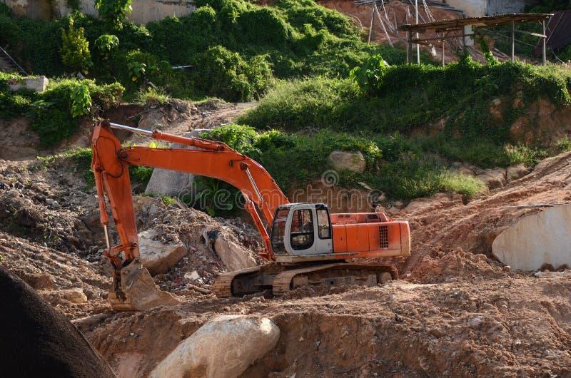 建筑履带牵引装置挖掘机水力站点 免版税图库摄影