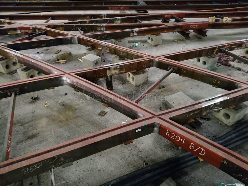 建筑工地电车轨道铁路工作建筑区域 免版税库存图片