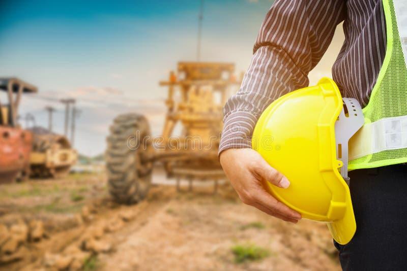 建筑工地的亚裔商人建筑工程师工作者 免版税库存照片