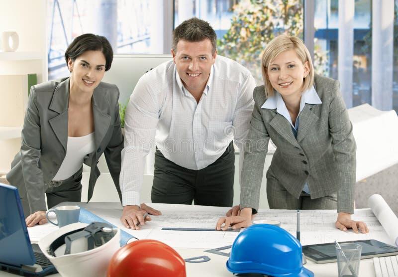 建筑师微笑的小组 免版税库存图片