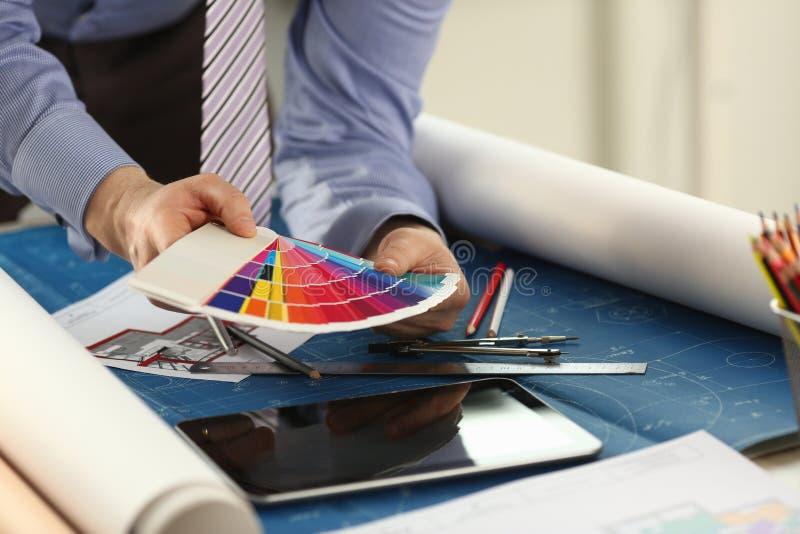 建筑师样品选择室内设计概念 免版税库存图片