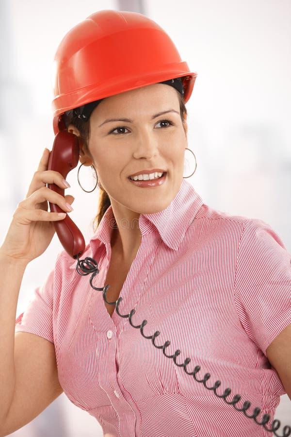 建筑师联系在电话 免版税库存图片