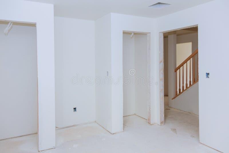 建筑建筑业新的家庭建筑楼房建筑石膏膏药墙壁 库存照片