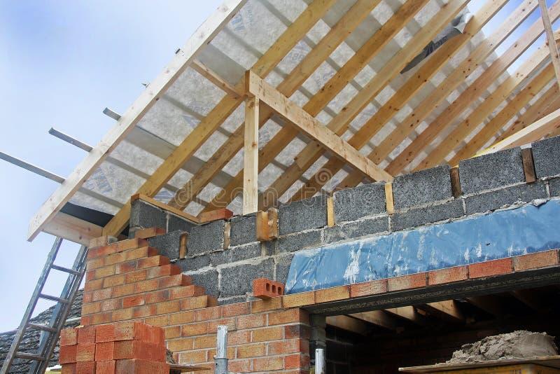 建筑新的屋顶 免版税库存图片