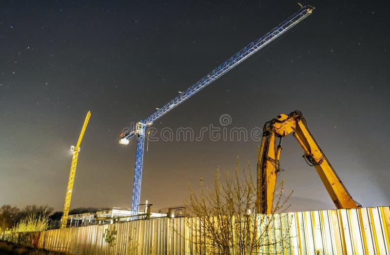 建筑用起重机,尼特拉河,斯洛伐克,夜景 库存照片