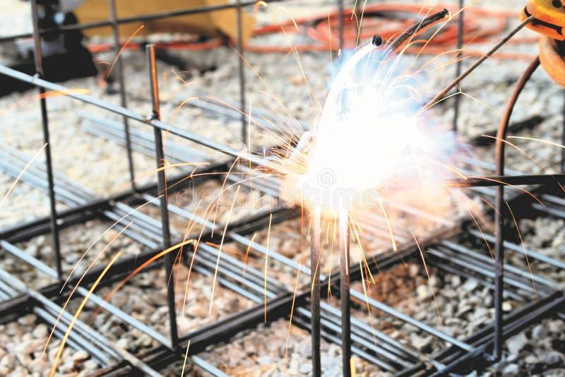 建筑的电弧焊接工作 库存图片