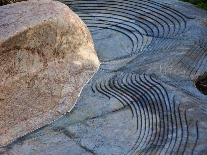 建筑细节、石灰石岩石和被雕刻的玄武岩岩石 库存照片