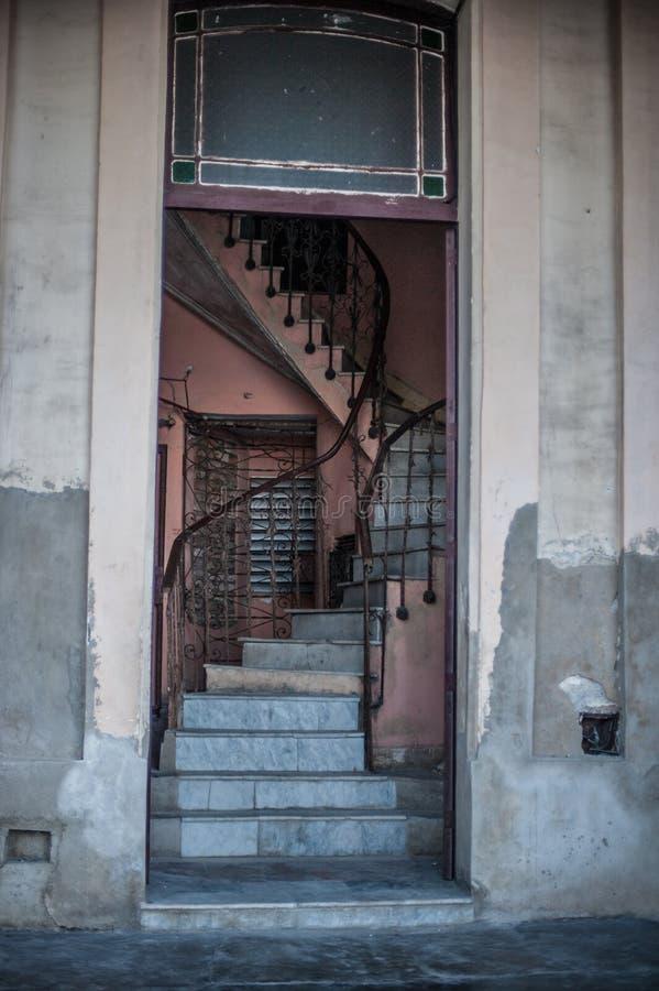 建筑细节在古巴-螺旋台阶 免版税库存照片