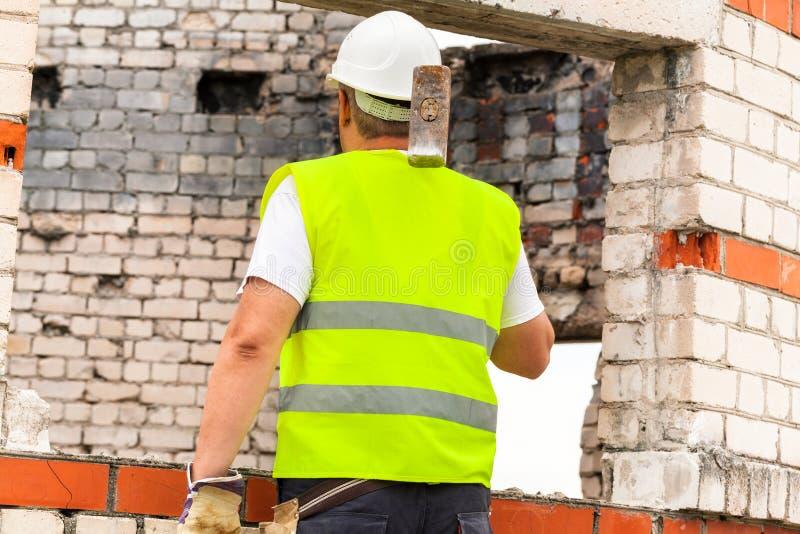 建筑锤子爬犁工作者 库存照片