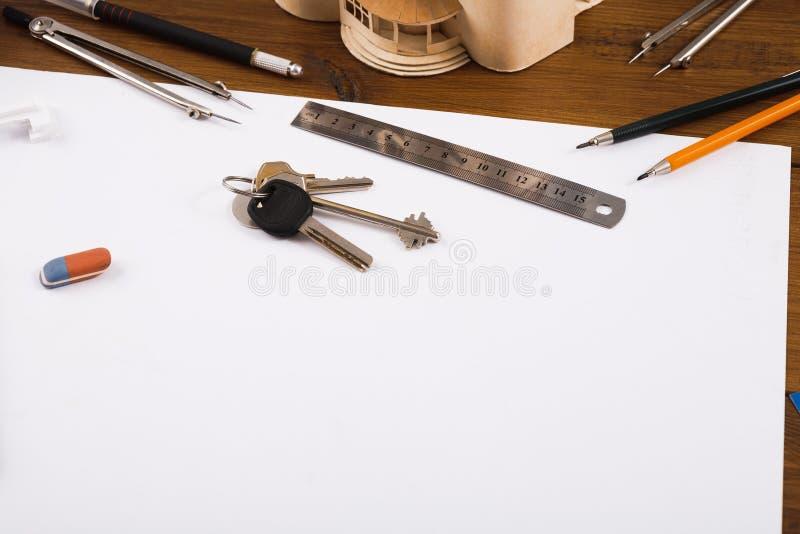 建筑项目,设计在桌上的工具 库存图片