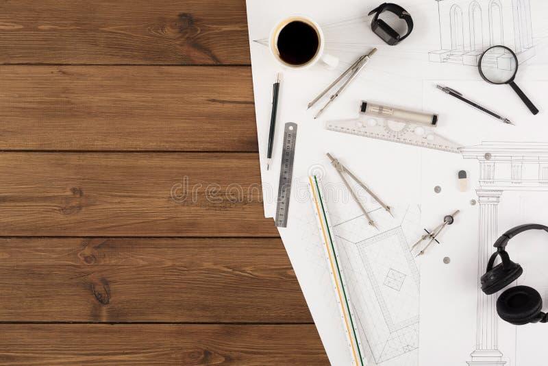 建筑项目,设计在桌上的工具 免版税库存图片