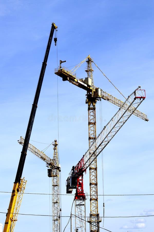 Download 建筑 库存图片. 图片 包括有 蓝色, 编译, 水泥, 拱道, 建筑, 现代, 设计, 顽皮地, 承包商 - 62529071