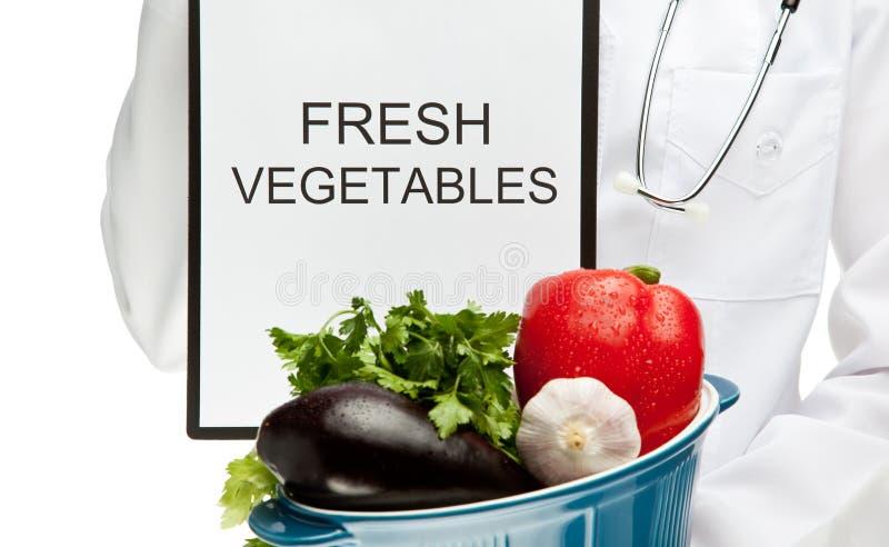 建议吃新鲜蔬菜的医生 库存图片