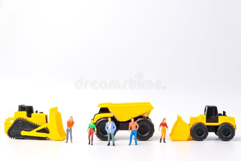 建设中概念,与小组人的玩具和重的du 库存照片