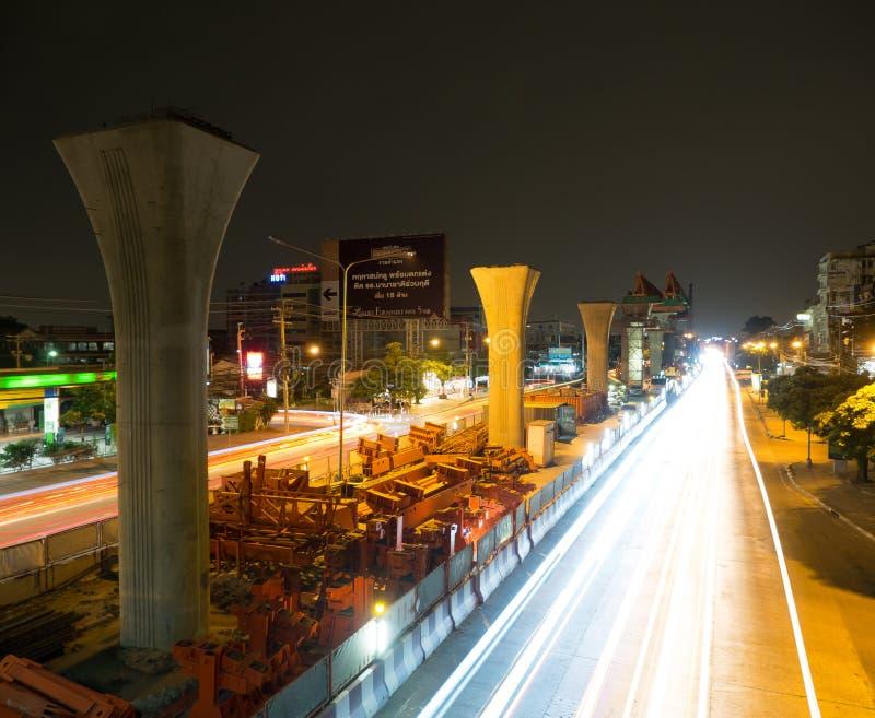建造场所夜摄影BTS skytrain的未来一个高的高速运输系统在Sukhapiban的3曼谷 图库摄影