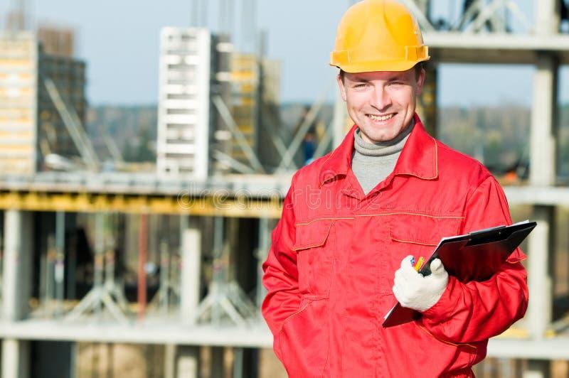 建造者检查员微笑的工作者 免版税库存照片
