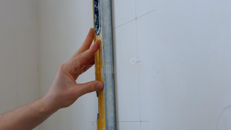 建造者画在墙壁上的标号 库存照片