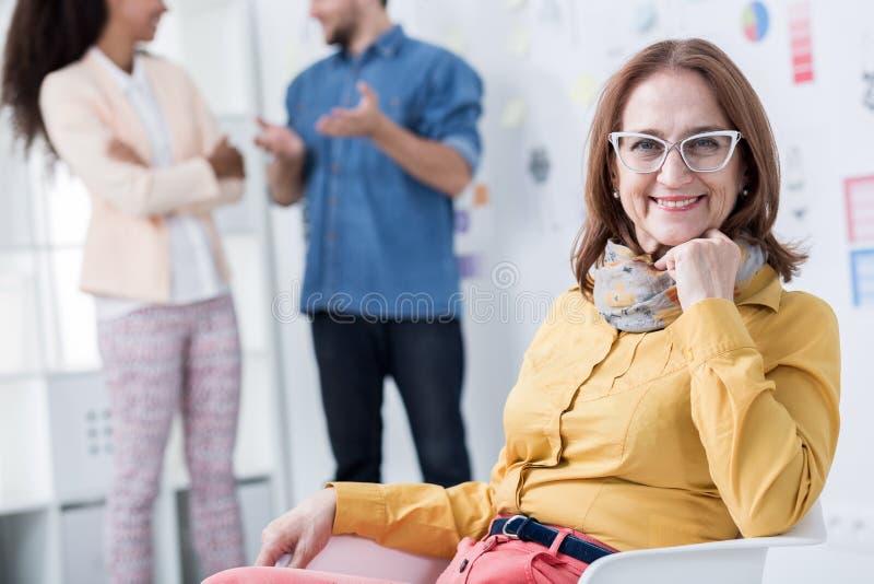 开发她的事业的妇女 免版税库存照片