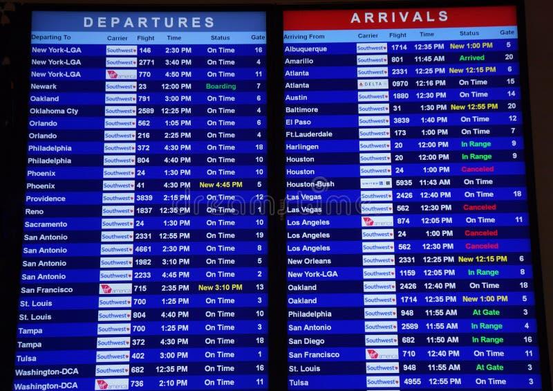 离开和到来在达拉斯机场 免版税库存图片