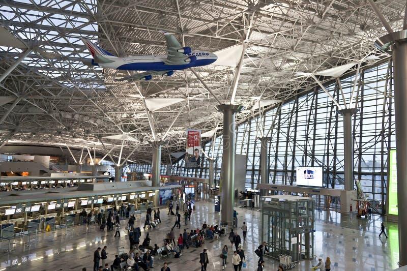 离开大厅的内部在机场伏努科沃 库存照片