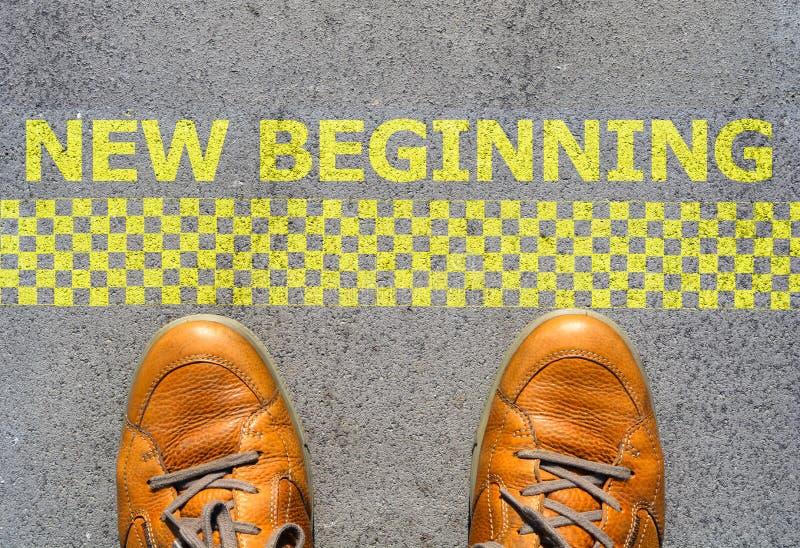 开始与人脚的一个新的事业概念在起动线 图库摄影