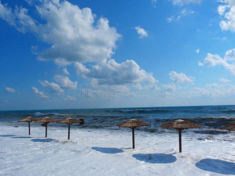 开始在海滩的一场风暴 库存图片