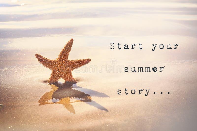 开始您的夏天故事 激动人心的引文 库存照片