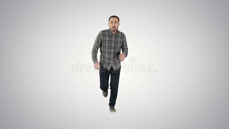 开始的人跑在梯度背景的便服 库存图片