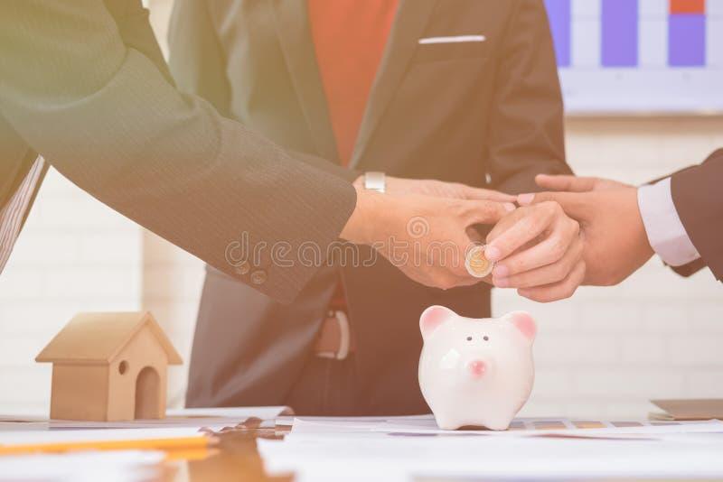 开始财政的亚裔企业投资者 库存图片