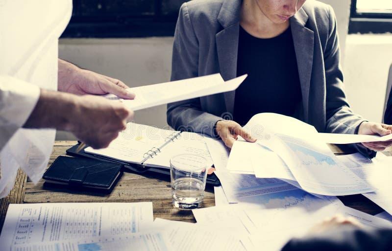 开小组不同的商人会议一起 免版税图库摄影