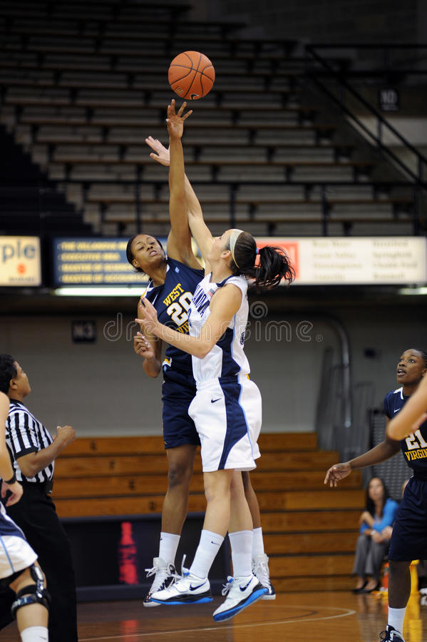 开张技巧的篮球夫人 库存图片