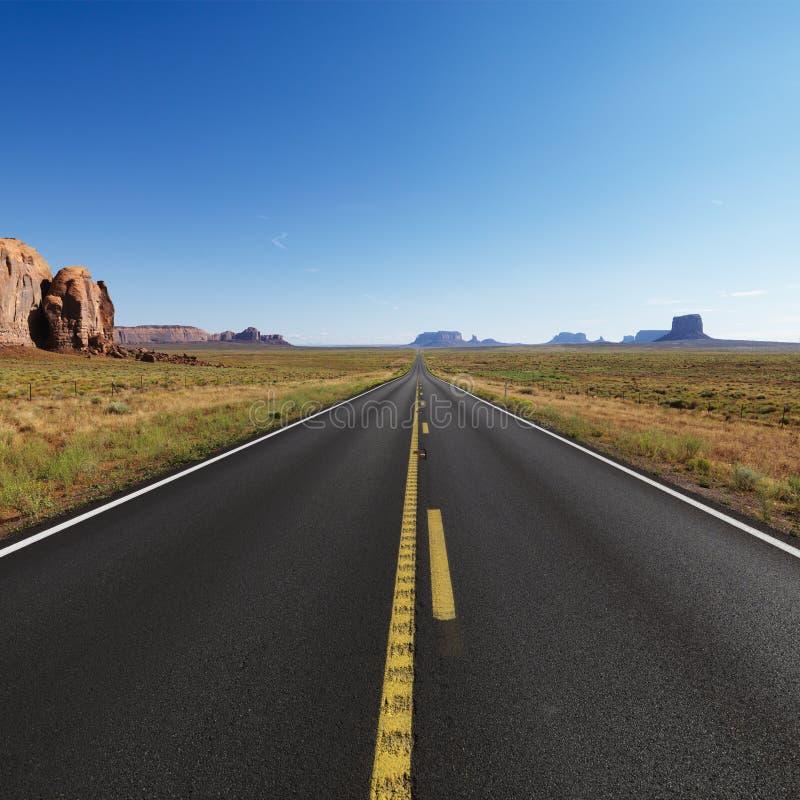 开放沙漠的高速公路 免版税图库摄影