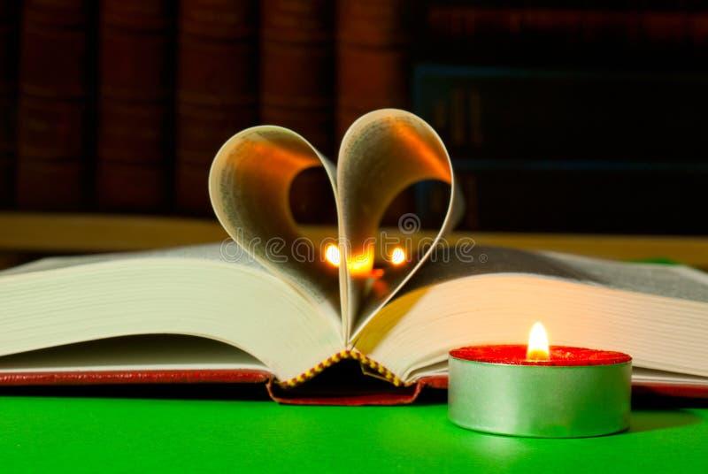 开放烧书的蜡烛 免版税库存图片