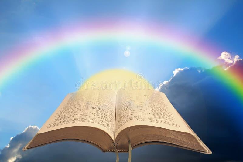 开放的圣经精神灯神说神经圣经诗篇psalms psalm阳光祈祷 库存图片