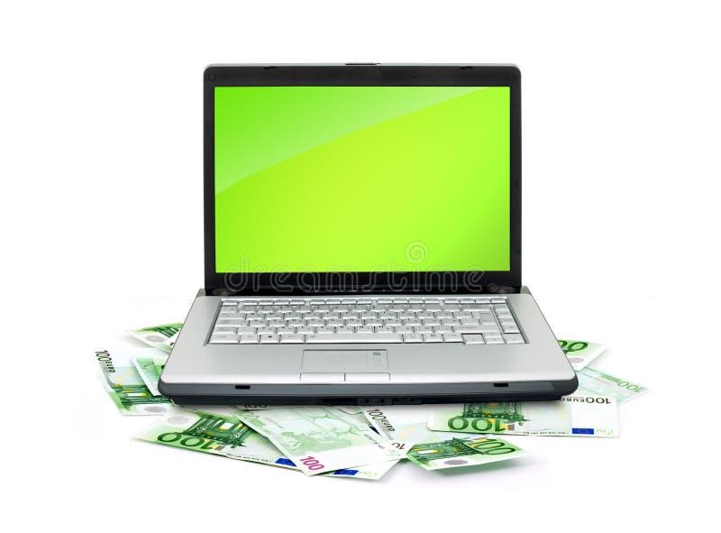 开放膝上型计算机的货币 免版税库存照片