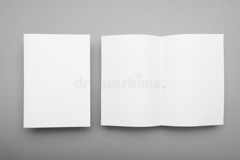 开放A5书杂志大模型 与阴影,小册子的编目 免版税库存照片