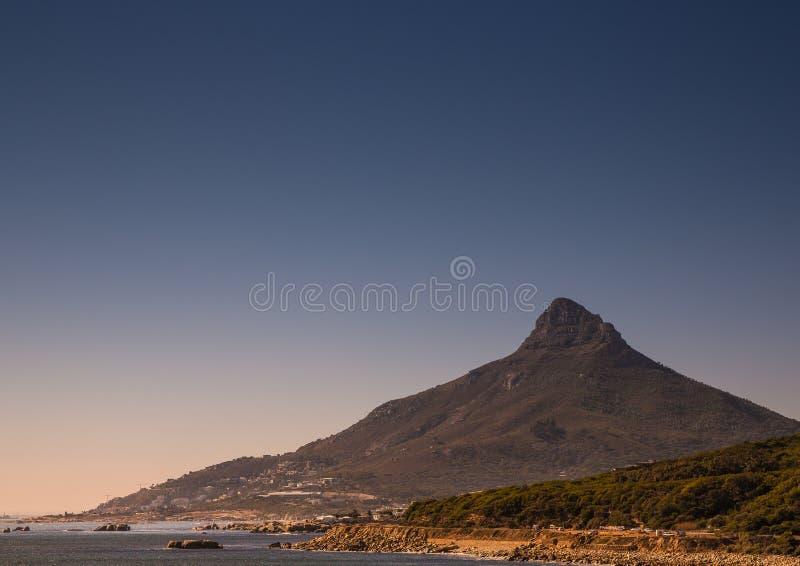 开普敦风景有很少桌山的看法没有云彩的在南非 库存图片