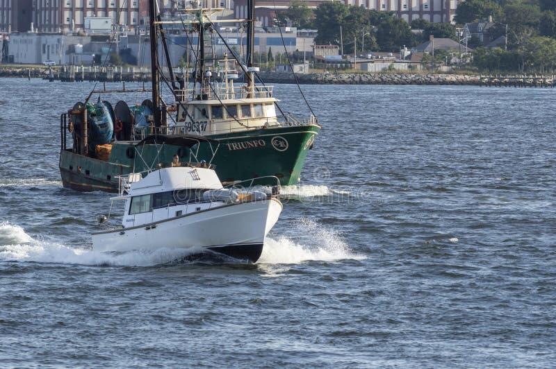 开汽车游艇Pappy ` s撤退和渔船Triunfo 库存照片