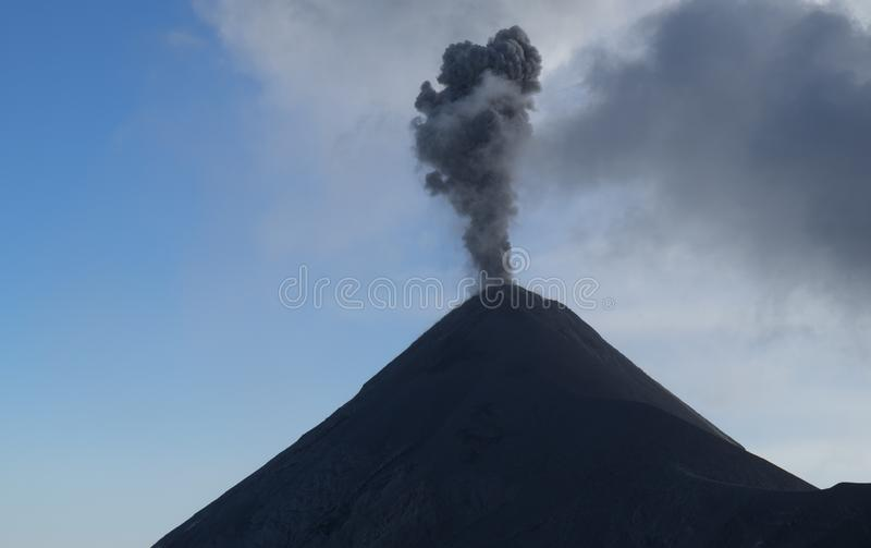 开火火山爆发,危地马拉 图库摄影