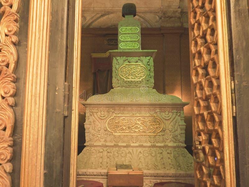 开罗,埃及2016年9月,26日:在雪花石膏清真寺里面的坟茔在开罗,埃及 库存图片