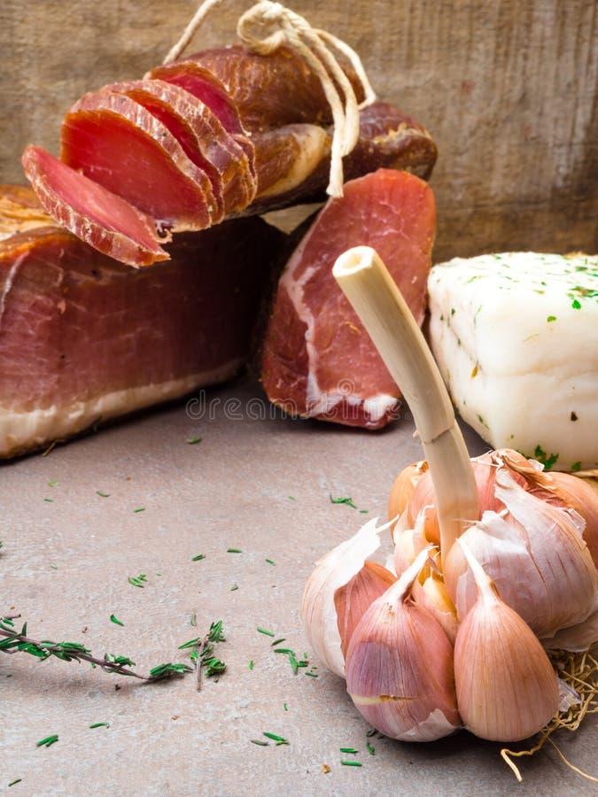 开胃小菜和承办的盛肉盘有肉的另外混合的 免版税库存照片