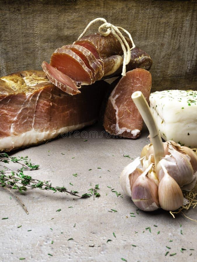 开胃小菜和承办的盛肉盘有肉的另外混合的 图库摄影