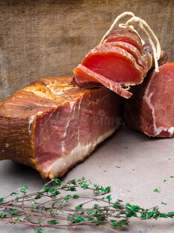 开胃小菜和承办的盛肉盘有肉的另外混合的 免版税图库摄影