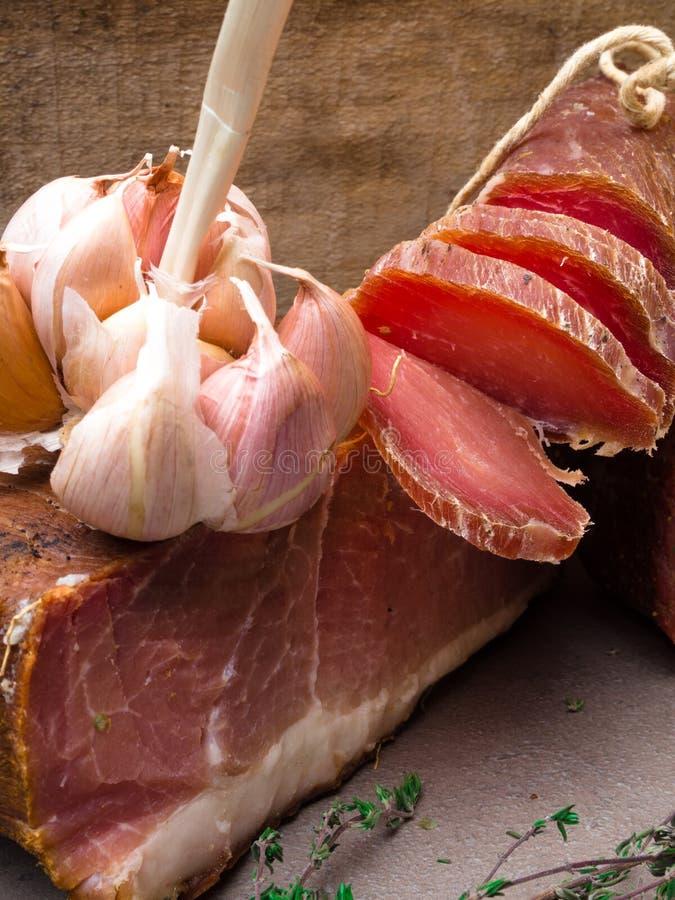 开胃小菜和承办的盛肉盘有肉的另外混合的 库存照片