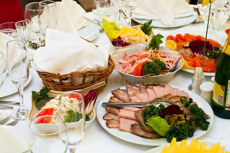 开胃菜正餐准备好的餐馆 库存照片