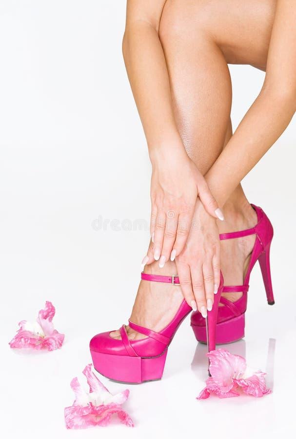开花法国脚跟高修指甲粉红色 库存照片